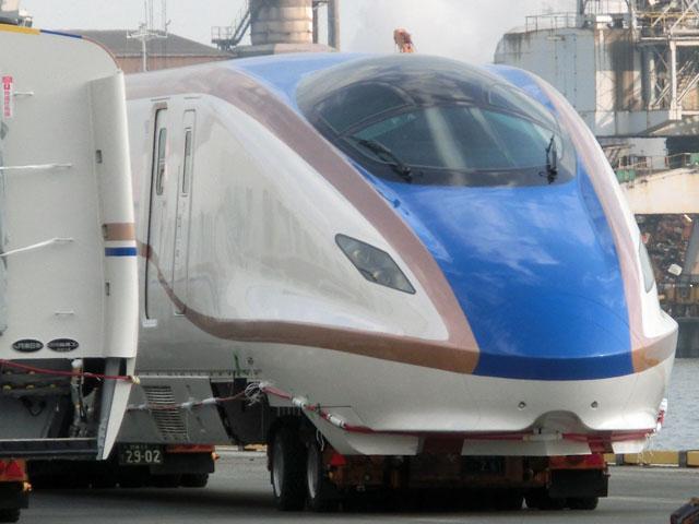 E7系F4編成1~6号車仙台港へ陸揚...