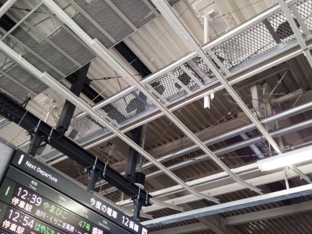仙台駅新幹線ホームに烏の巣が…